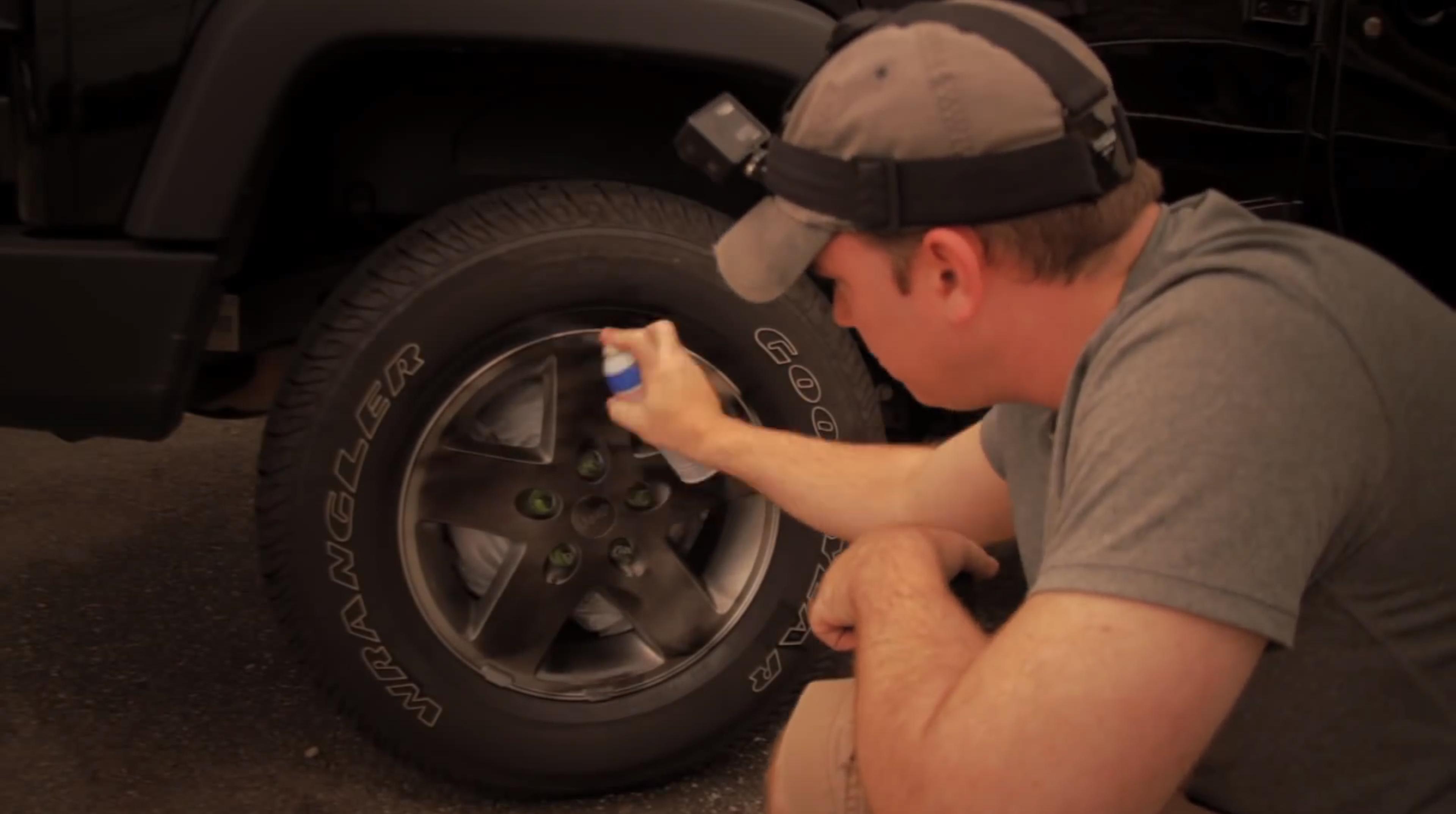 Как покрасить колёсные диски своими руками не снимая резину